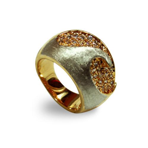 Anel folheado ouro 18K e ródio cravejado com zircônias
